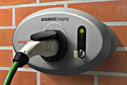 Coche eléctrico: Cómo se conduce, cómo funciona, cómo se aparca y como recarga