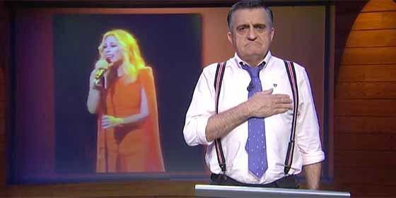 Wyoming monta un espectáculo dantesco de la rabia que le da el himno de España de Marta Sánchez
