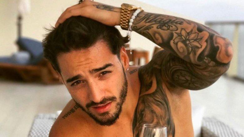"Esta pose de Maluma desata las críticas en las redes: ""Ni Ricky Martin avisó tanto"""