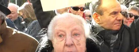 Con esta mala leche le roba la cartera a Garzón una anciana comunista