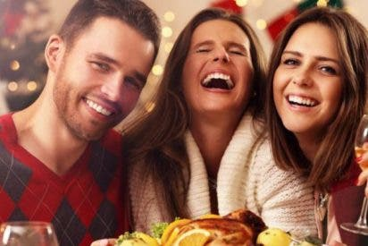 ¿Sabes por qué la gente come más cuando cena con amigos y familiares?