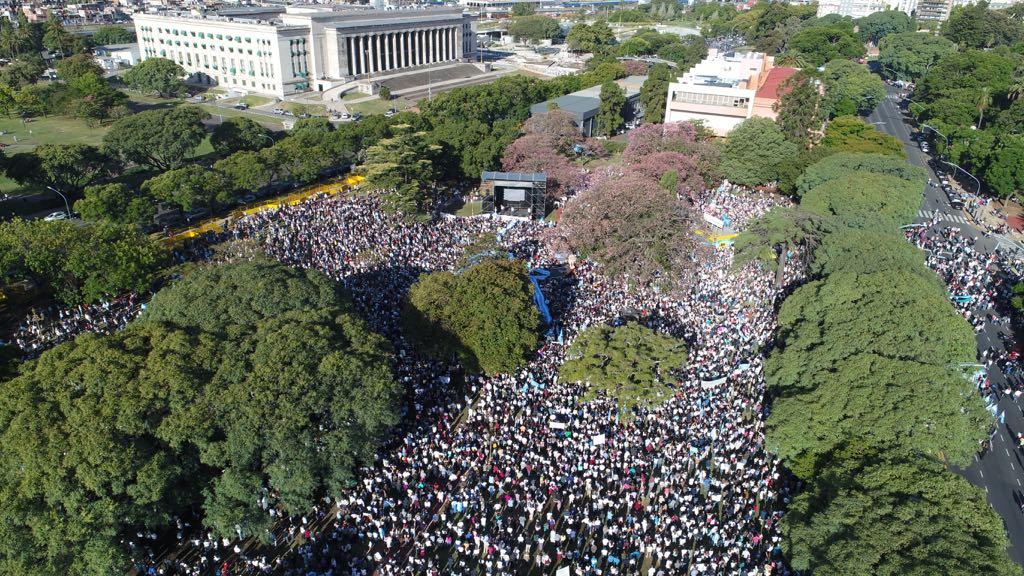 Millones de argentinos toman las calles para protestar contra el aborto