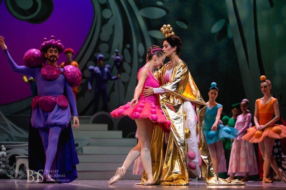 Agatha Ruiz de la Prada viste a 'La Bella Durmiente' de Igor Yedra