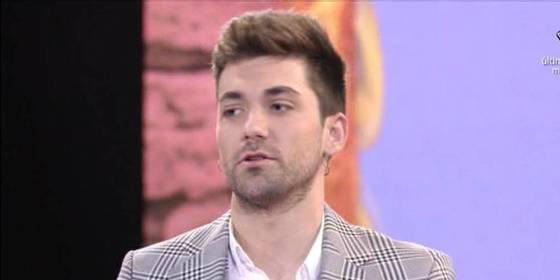 """Alejandro Albalá se larga pitando de 'Supervivientes' harto de los tonteos de su novia Sofía con otro: """"¡Aquí hago el tonto!"""""""