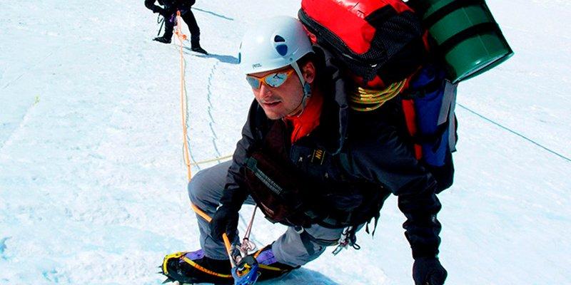Los alpinistas tendrán que llevarse sus propias cacas y no dejarlas en la montaña