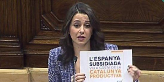 """Arrimadas revienta las costuras del discurso de Turull: """"Usted hoy ha apelado a la concordia cuando fue el ideólogo de carteles como este"""""""