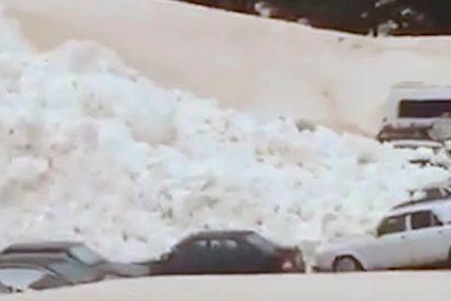 Esta avalancha de nieve sepultó todos los coches a los pies del monte Elbrús