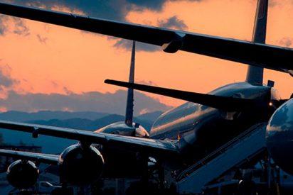 El terrible momento en el que dos aviones con pasajeros a bordo chocan en un aeropuerto de Israel