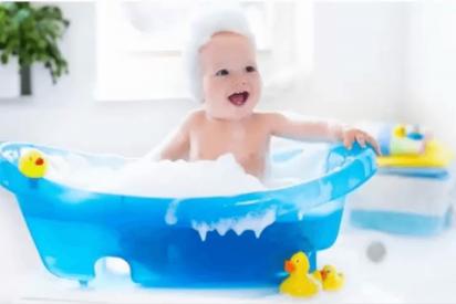 Bebés: el peligro oculto de los patitos de baño