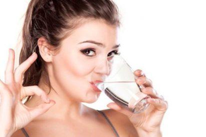 Los españoles no cumplimos con beber dos litros diarios de agua