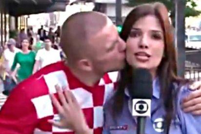 Periodistas en apuros: besos y sustos