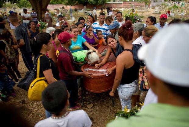 """La Iglesia venezolana exige una """"investigación exhaustiva y convincente"""" tras la masacre de Valencia"""