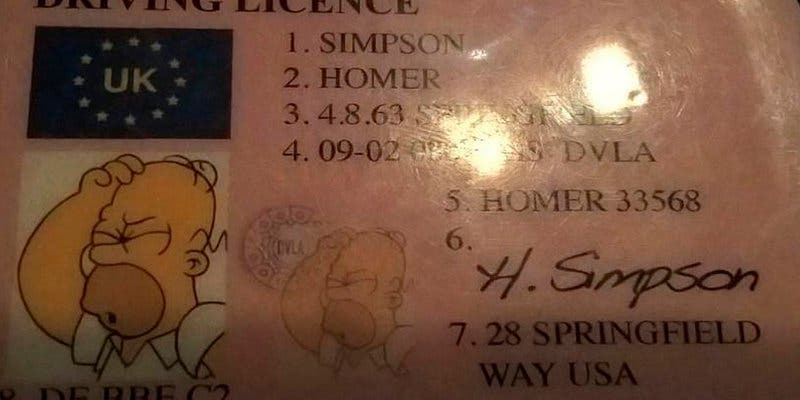 Este hombre se hace pasar por Homer Simpson para evitar una multa
