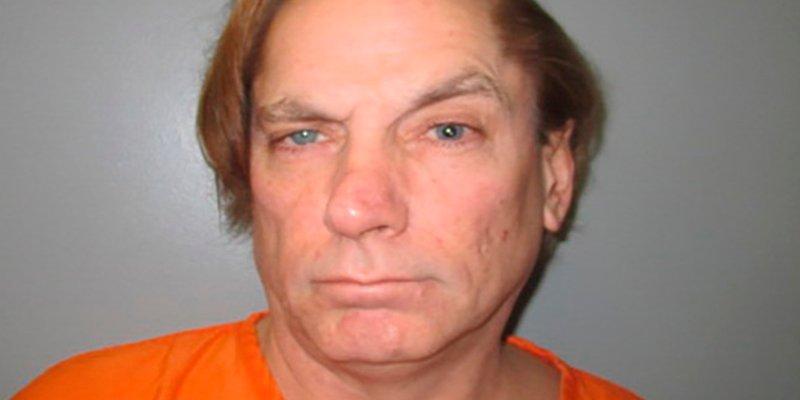 Este hombre está en la cárcel acusado de matar a una cucaracha
