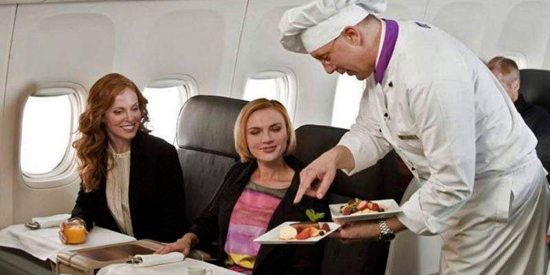 ¿Sabes lo que debes comer antes y después de un vuelo de larga distancia?