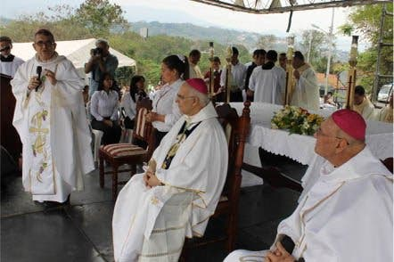 """Moronta en la Misa Crismal: """"El Papa nos ha pedido ser una Iglesia sin frontera"""""""