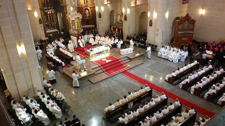 """Murgui pide a sus sacerdotes """"vivir para los demás siendo misioneros"""""""