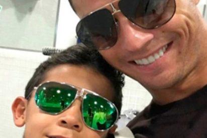 Cristiano Ronaldo junior se pica con su 'viejo' a la hora de exhibir músculos