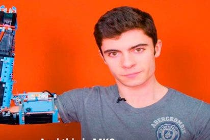 Este chico construyó su propia prótesis de brazo usando Lego