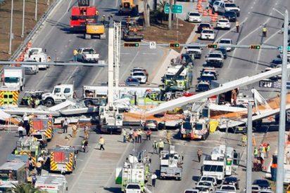 Así se derrumbó un puente peatonal en Miami