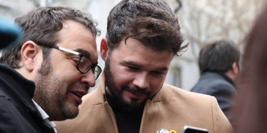 La tremenda mano de estacazos a Rufián por chotearse de los manifestantes tabarneses