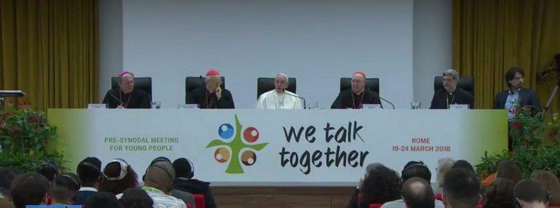 """El Papa escucha sin filtros a los jóvenes y les invita a """"salir de la lógica del 'siempre se hizo así'"""""""