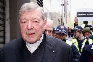 ¿Quién paga la defensa del cardenal Pell?