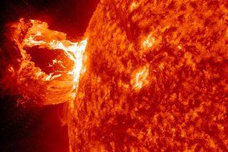 Tres satélites de la NASA recrean erupciones solares en 3D