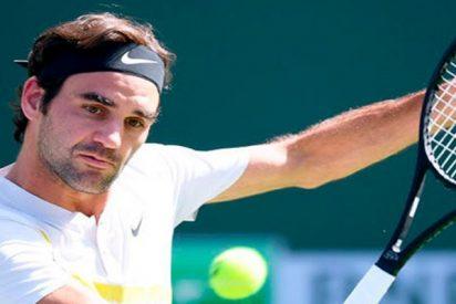 Federer engañó hasta al recogepelotas con este super golpe con efecto
