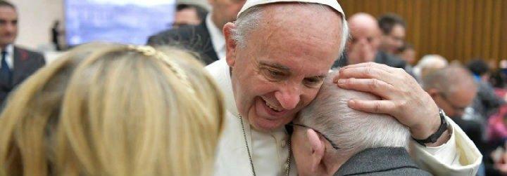 """El Papa, a los enfermeros: """"Jesús tocó al leproso, no con indiferencia o fastidio, sino atento y amoroso"""""""
