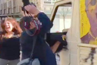 El salvaje ataque de unos desatados 'indepes' al valiente de la 'furgoneta del 155'