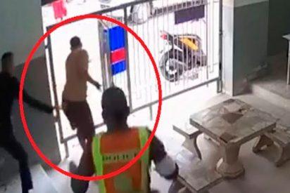 Así se fugan en Tailandia dos delincuentes en las narices de unos torpes policías