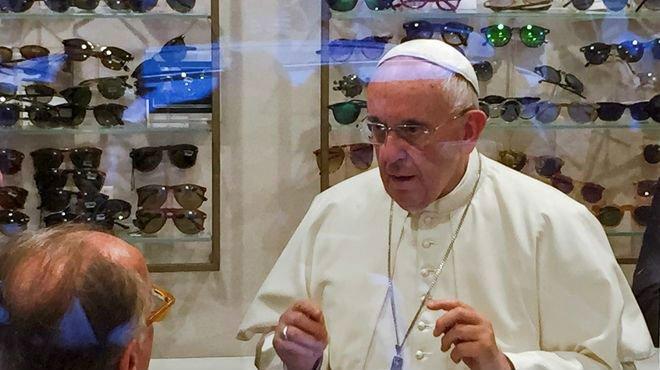 El Papa se operará de cataratas el año que viene