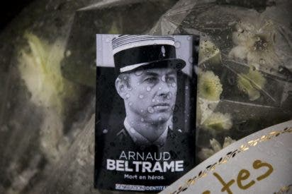 """El Papa destaca el """"gesto generoso y heroico"""" del gendarme que se intercambió por rehenes en Francia"""