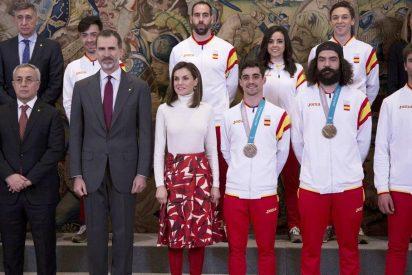 La Reina Letizia rinde homenaje a la selección española con su último estilismo