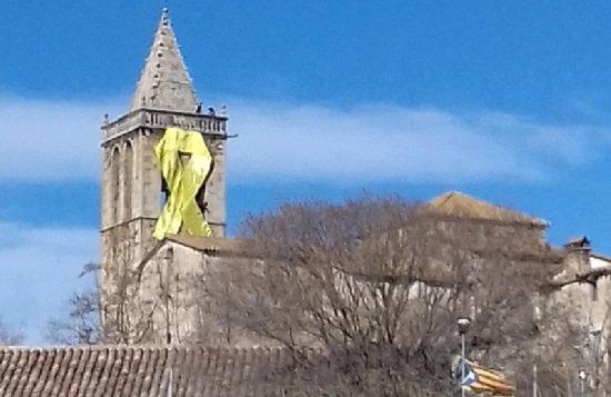 """El Obispado de Lleida aclara que """"nadie ha pedido autorización"""" para colocar lazos en iglesias"""