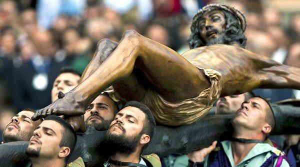 Las Fuerzas Armadas participan en más de 200 actos de Semana Santa