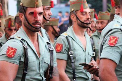 Así celebran los legionarios el Jueves Santo en medio de una protesta independentista