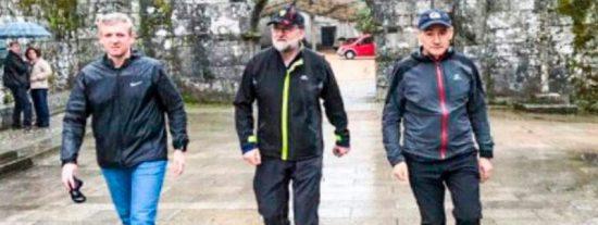 Mariano Rajoy camina a paso ligero por su tierra en sus vacaciones de Semana Santa