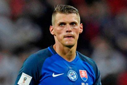 Este futbolista de Eslovaquia salva así la vida a su compañero