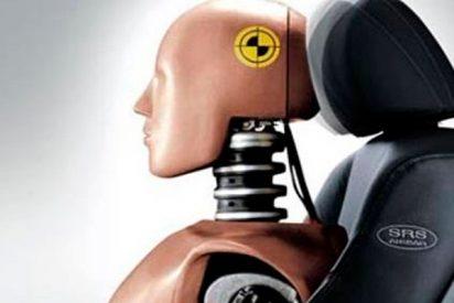 ¿Sabes cómo debes colocar el reposacabezas del coche para evitar lesiones medulares?