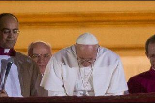 Francisco: un Papa amado por todos... y con los enemigos dentro