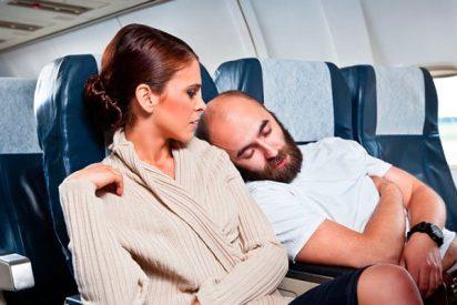 ¿Te cuesta dormir en el avión?. Con estos consejos lo conseguirás