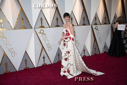Paz Vega pisa fuerte la alfombra roja de los Oscar