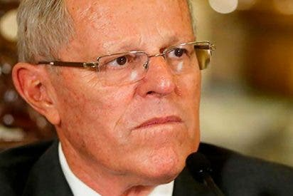 Dimite el presidente peruano Pedro Pablo Kuczynski justo antes de que lo fumigue el Parlamento
