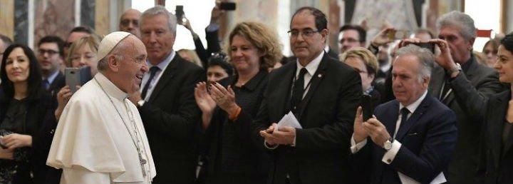 """Francisco invita a los políticos a trabajar """"por el bien de todos, para acogerlos, protegerlos e integrarlos"""""""