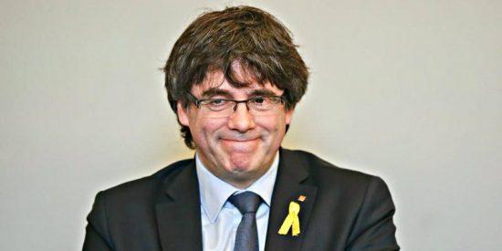 El Parlamento catalán se enroca y tramitará la ley para investir a Puigdemont