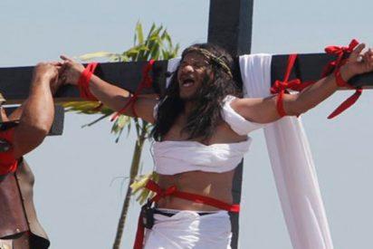 Así es la impresionante representación de la Pasión y el sufrimiento de Jesucristo del Viernes Santo en Filipinas