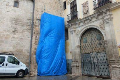 El Obispado de Cuenca retira los símbolos franquistas de la Catedral