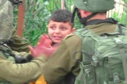 Así detienen a un niño palestino de tres años unos soldados israelíes